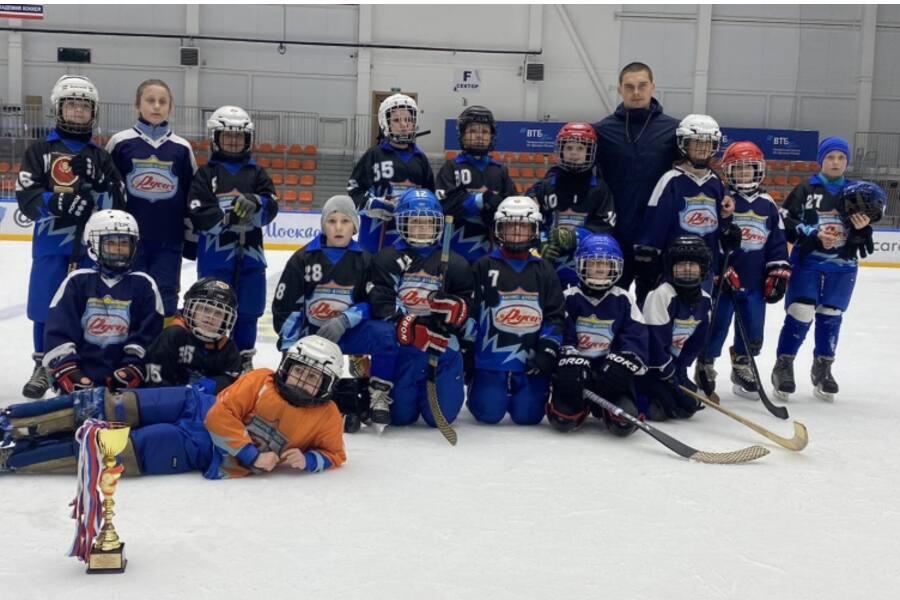 Команда «Русич» заняла второе место на турнире по хоккею с мячом