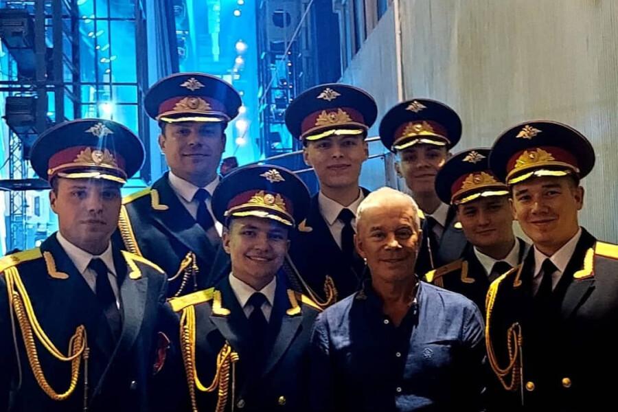 Выпускник ДШИ имени Я.Флиера участвует в концертах с известными артистами
