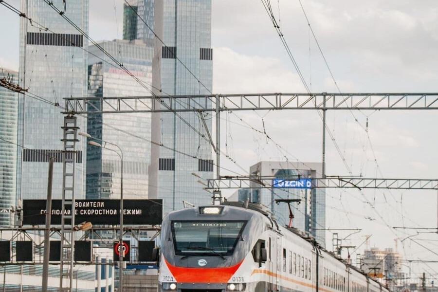 Поезда Демиховского производства отмечают свой первый юбилей