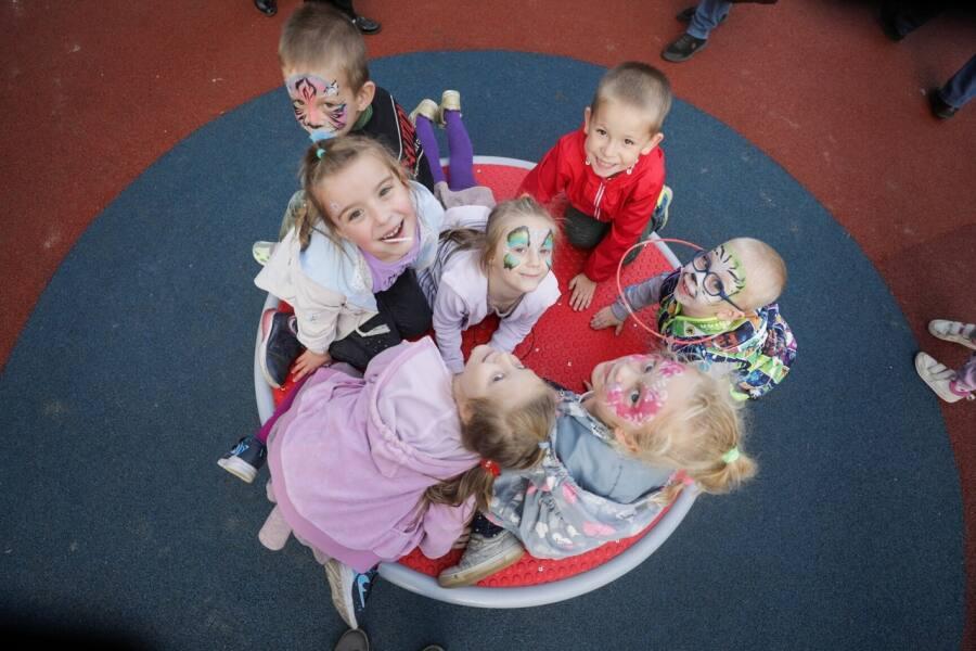 Обустройство детских площадок в округе