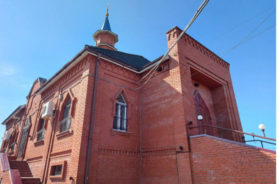 Мусульманская община отметила 20-летие Соборной мечети