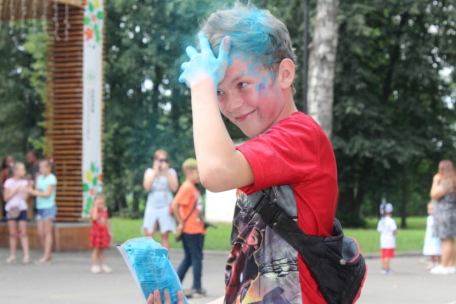 Фестиваль красок холи и спортивные турниры прошли в Дрезне