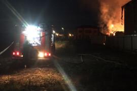 Почти 4 часа огнеборцы тушили пожар в п. Новый Снопок