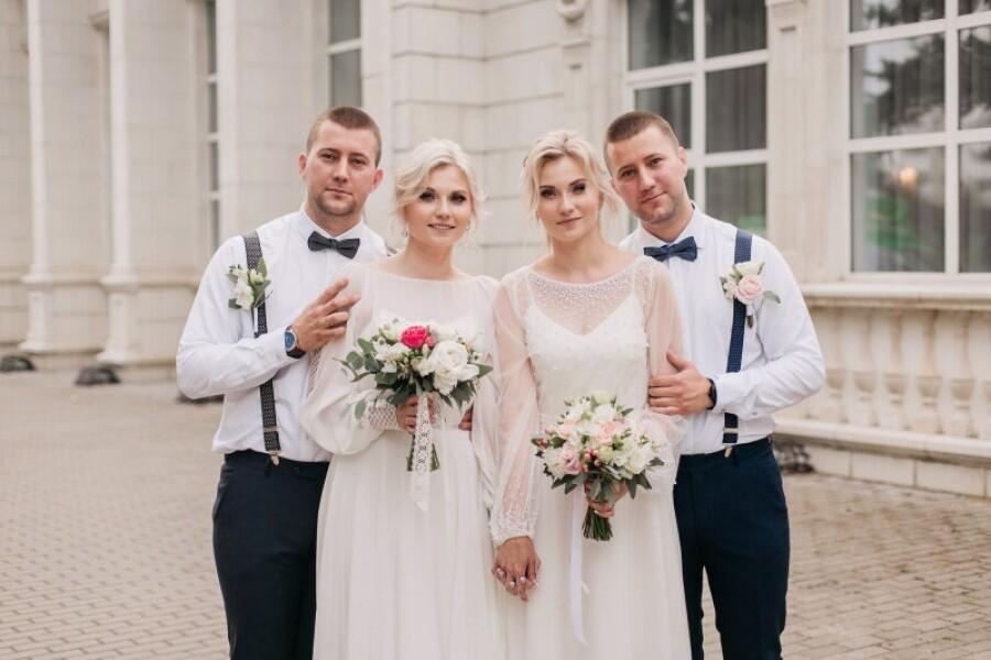 Ореховозуевки-близняшки вышли замуж за костромичей-близнецов