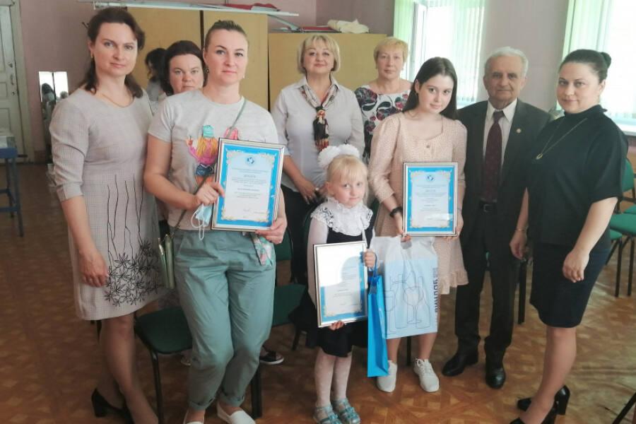 Школьницы стали лауреатами конкурса «Права человека — глазами ребенка»