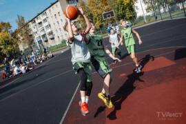 Спортивный праздник провели на стадионе на улице Бирюкова