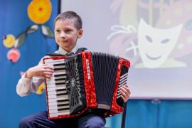 В школе искусств деревни Давыдово обновили музыкальные инструменты